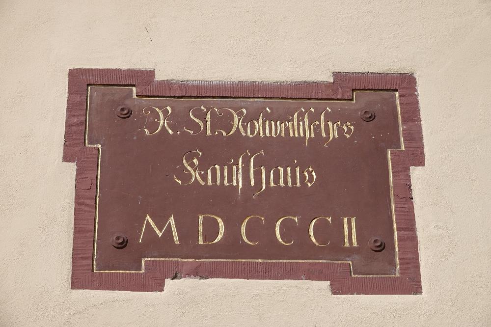 Historische Inschrift an der Fassade